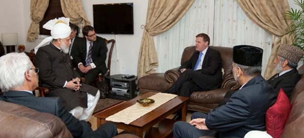 Canada's Foreign Minister visits Head of Ahmadiyya Muslim Jamaat in London