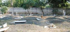 ahmadiyya_graves_desecrated2