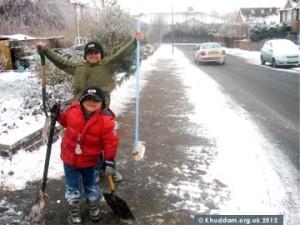 ahmadiyya_uk_snow3