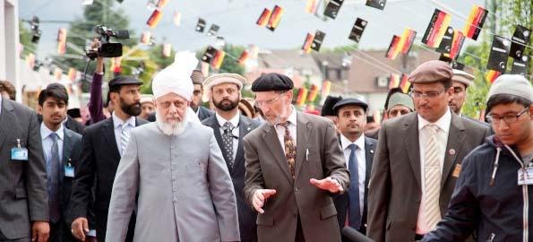 Abdullah Uwe Wagishauser (right) with the worldwide head of Ahmadiyya Muslim Community.
