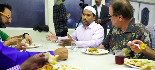 Ahmadi Muslims & Jews breakfast together
