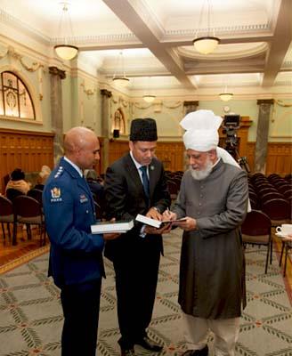 ahmadiyya-khalifa_islam_new_zealand5