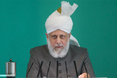 Khalifa of Islam urges people to pray for the Muslim World