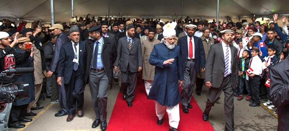Khalifa of Islam condemns Israeli offensive in Gaza, calls on Muslims to unite