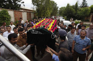 Pakistani mourners carry the casket of US embassy employee Iqbal Baig after his funeral prayers in Islamabad on July 26, 2015. Baig, a local employee of the US embassy in Pakistan's capital Islamabad, was shot dead by an unidentified gunman on July 26, police said.  AFP PHOTO / Farooq NAEEM        (Photo credit should read FAROOQ NAEEM/AFP/Getty Images)