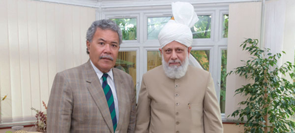 Prime Minister of Tuvalu visits head of Ahmadiyya Muslim Community in London