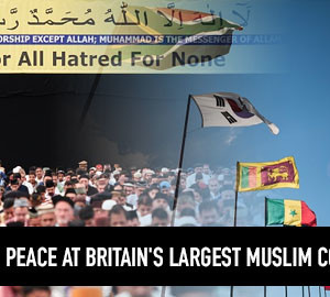 Ahmadiyya Muslims call for Peace at Britain's largest Muslim convention