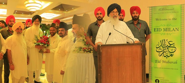 CM Indian Punjab Parkash Singh Badal attends Ahmadiyya Eid Milan Party in Chandigarh