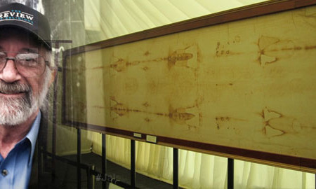 Shroud of Turin replica displayed at Ahmadiyya Muslim convention