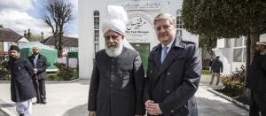 snp_angus_robertson_ahmadiyya_fazal_mosque_london_mirza_masroor