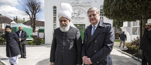 SNP MP Angus Robertson meets Ahmadiyya Leader in London