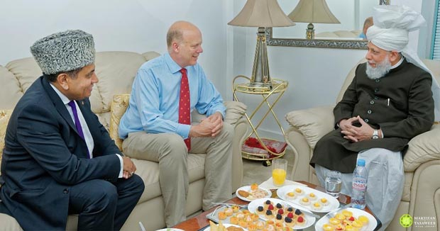 British Transport Secretary visits 'Khalifa of Islam'