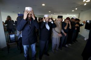 People pray at the Ahmadiyya Muslim Community Baitus-Salaam Mosque during an open mosque event at which members of the public are invited to see how Ahmadiyya Muslims pray, in Hawthorne, California December 18, 2015.   REUTERS/Mario Anzuoni