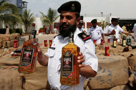 Pakistani Muslims face charges for posing as non-Muslims to sell Liquor
